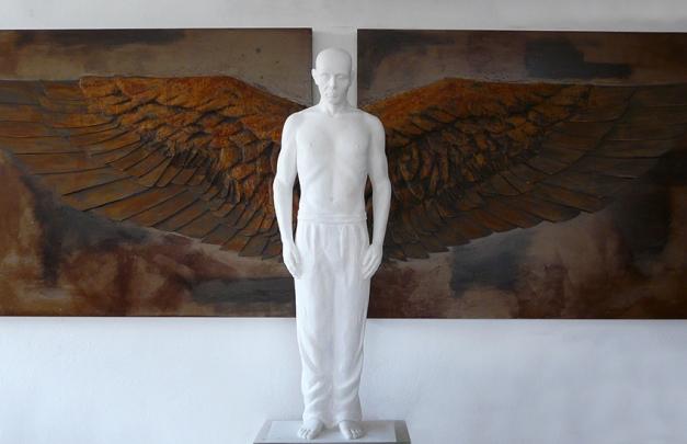 Homem Alado | 186x420x38 cm | Mármore e Relevo.jpg