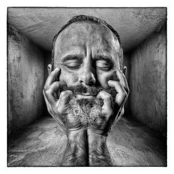 """  mind off the boX   """"Homem que vive dentro da caixa mas pensa fora dela"""" Rui Unas 2018©F. BRANQUINHO"""