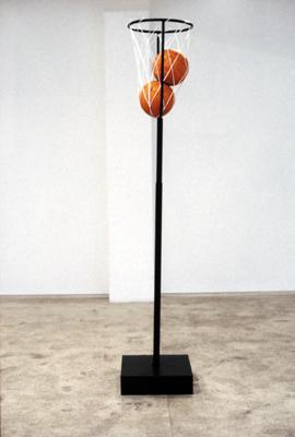 Lick My Balls, 2000 | Ferro, gesso, parafina e rede | 230 x 45 x 45 cm