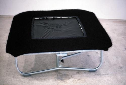 We all feel better in the dark, 2000   Mini-trampolim, tecido e lantejoulas   50 x 118 x 118 cm